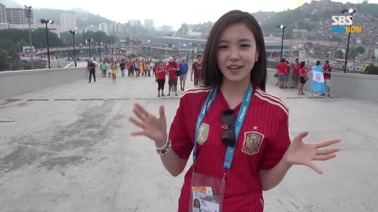 2014世界杯一笑成名的美女记者