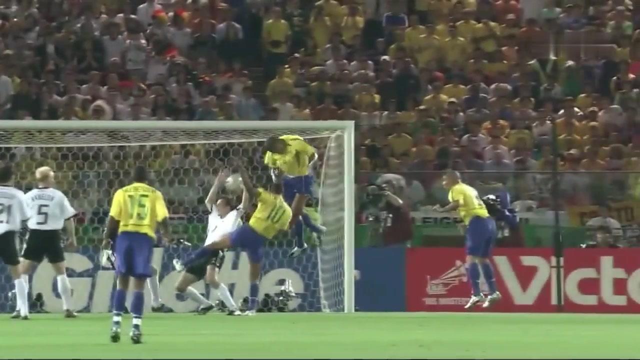 阿福头造型太亮眼!02年世界杯决赛大罗对阵德国独中两元