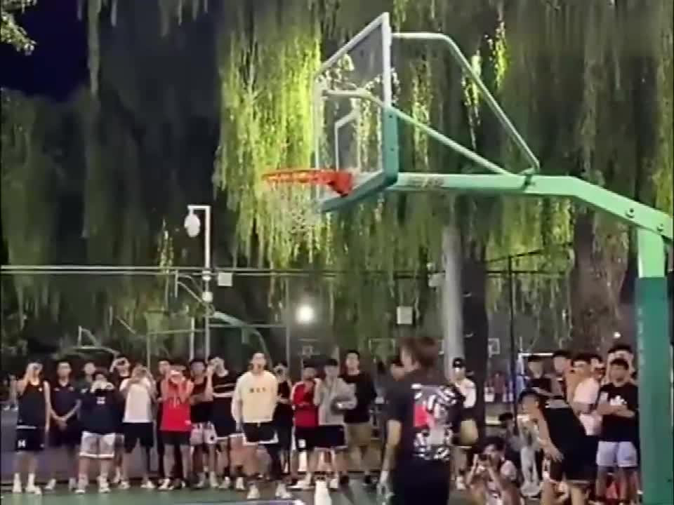 这不比CBA扣篮大赛好看?北京体育大学的扣篮氛围多燃?